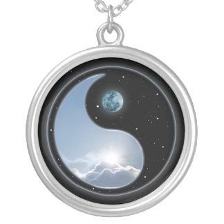 Colar Banhado A Prata Lua Sun de Yin Yang