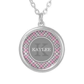 Colar Banhado A Prata Luz - teste padrão cinzento cor-de-rosa da xadrez