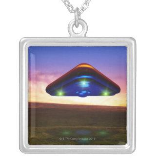 Colar Banhado A Prata Luzes do UFO