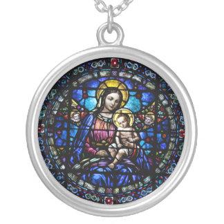 Colar Banhado A Prata Madonna e olhar do vitral da criança