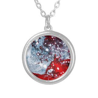 Colar Banhado A Prata Mármore vermelho e azul do espaço