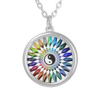 Colar Banhado A Prata Meditação colorida Tao da ioga calma do zen de Yin