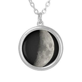 Colar Banhado A Prata Meia lua