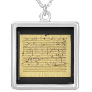 Colar Banhado A Prata Messias na mão de Beethoven