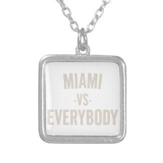 Colar Banhado A Prata Miami contra todos