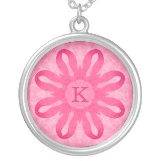 Colar Banhado A Prata Monograma cor-de-rosa da flor