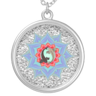 Colar Banhado A Prata .:: MoonDreams::. Mandala de prata de Koi Lotus