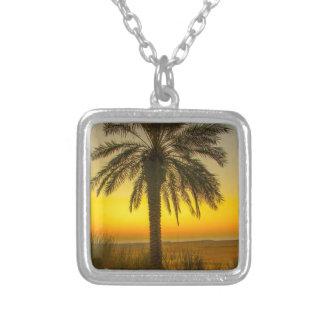 Colar Banhado A Prata Nascer do sol da palmeira