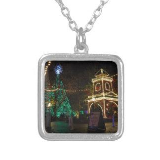 Colar Banhado A Prata Natal na cidade do dólar de prata