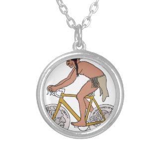 Colar Banhado A Prata Nativo americano na bicicleta com a roda da moeda