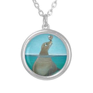 """Colar Banhado A Prata """"Nautilus"""" o leão de mar"""
