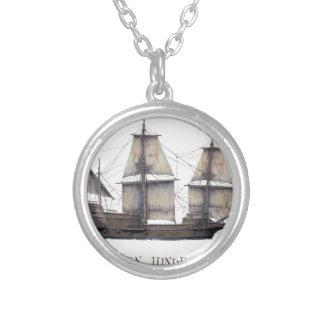Colar Banhado A Prata Navio de Hinde do ouro 1578