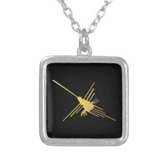 Colar Banhado A Prata Nazca dourado alinha o colibri