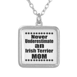 Colar Banhado A Prata Nunca subestime a mamã de Terrier irlandês