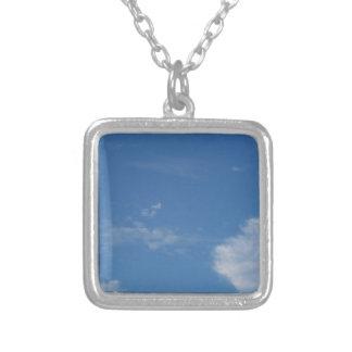 Colar Banhado A Prata nuvens azuis escuro do branco do céu