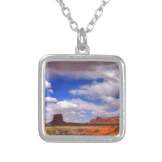 Colar Banhado A Prata Nuvens sobre o deserto