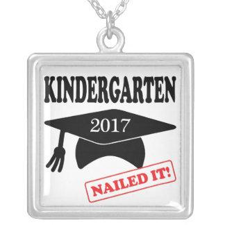 Colar Banhado A Prata O jardim de infância 2017 pregou-o