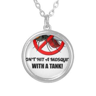 Colar Banhado A Prata o mosquito não o bate com um tanque
