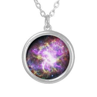 Colar Banhado A Prata O raio X de Chandra na nebulosa de caranguejo