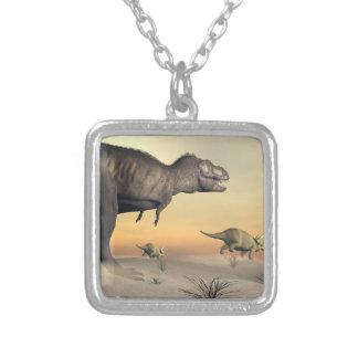 Colar Banhado A Prata O Triceratops que escapa dos tiranossauros 3D