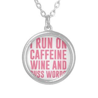 Colar Banhado A Prata O vinho da cafeína & Cuss palavras