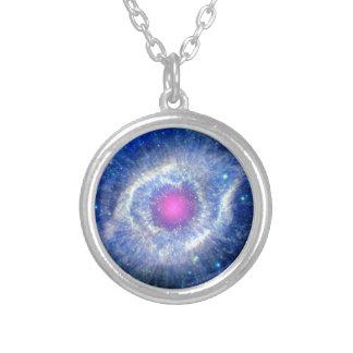 Colar Banhado A Prata Olho ultravioleta da nebulosa da hélice da foto do