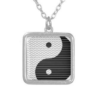 Colar Banhado A Prata Ondas de Yin Yang