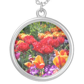 Colar Banhado A Prata Ondas florais dos carmesins de Falln