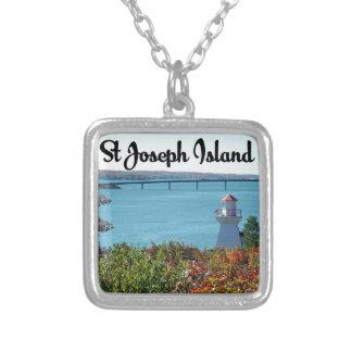 Colar Banhado A Prata Opinião da ilha de St Joseph