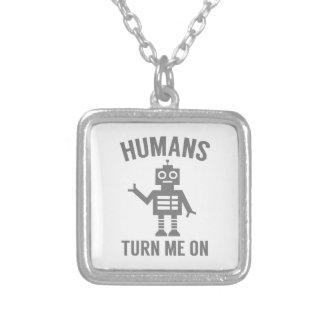 Colar Banhado A Prata Os seres humanos giram-me sobre