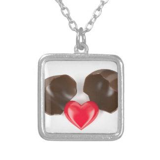 Colar Banhado A Prata Ovo e coração de chocolate