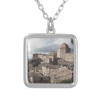 Colar Banhado A Prata Panorama da vila de Volterra, Toscânia, Italia