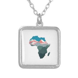 COLAR BANHADO A PRATA PARA GRANDE ÁFRICA