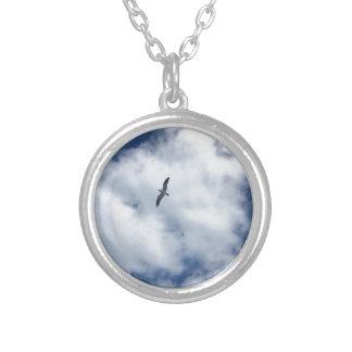 Colar Banhado A Prata Pássaros nas nuvens