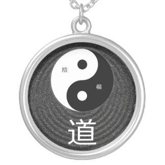 Colar Banhado A Prata Pendente da taoísta