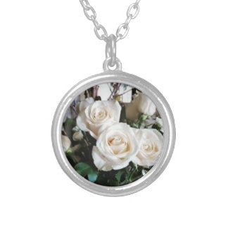 Colar Banhado A Prata Pendente dos rosas brancos