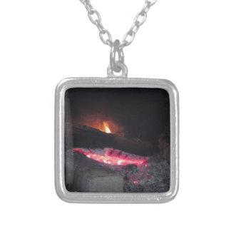 Colar Banhado A Prata Pináculos do calor da chama do fogo de madeira que