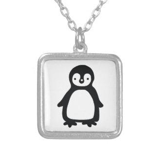 Colar Banhado A Prata Pinguin preto e branco simples