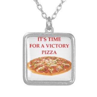 COLAR BANHADO A PRATA PIZZA