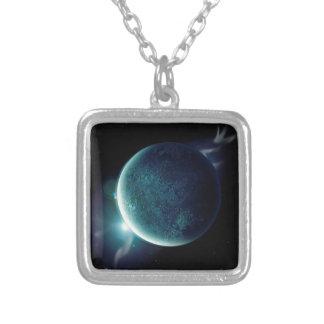 Colar Banhado A Prata planeta verde no universo com aura e estrelas