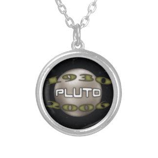 Colar Banhado A Prata Pluto 1930-2006 comemorativo
