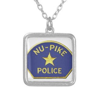 Colar Banhado A Prata Polícia de NU-Pike