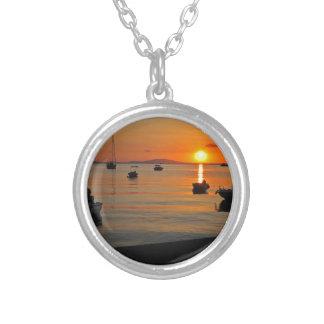 Colar Banhado A Prata Pôr do sol ao porto de Novalja n iKroatien
