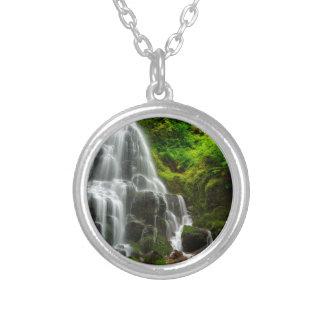 Colar Banhado A Prata Presentes da cachoeira da floresta da natureza