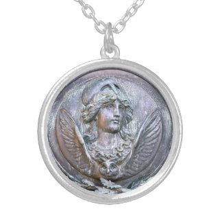 Colar Banhado A Prata Protetor de Athena