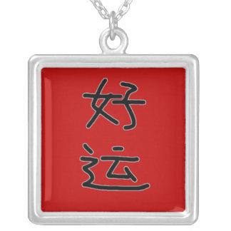 Colar Banhado A Prata Quadrado chinês do encanto da sorte