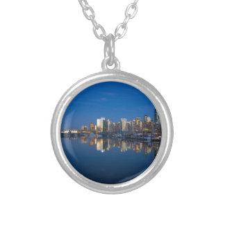 Colar Banhado A Prata Reflexão azul da hora de Vancôver BC