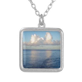 Colar Banhado A Prata Reflexões da nuvem do Seascape do amanhecer