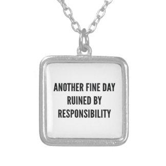Colar Banhado A Prata Responsabilidade