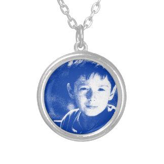 Colar Banhado A Prata Retrato abstrato de um menino 2